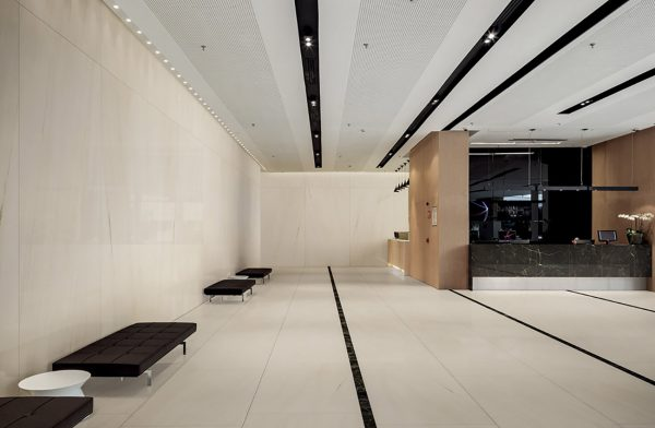 Hall-Hotel-white-marble-effect-slabs-tiles-ceramics